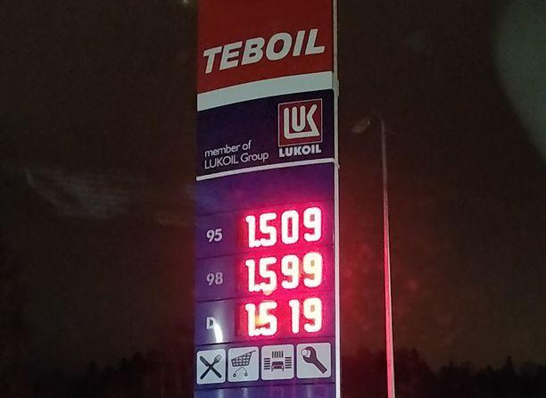 Mitta tuli täyteen dieselautoilijoilla. Diesel maksaa enemmän kuin bensa.