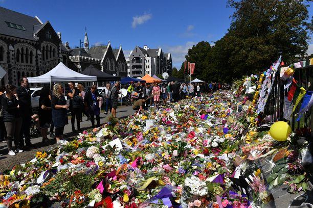Terrori-iskut järkyttivät turvallista maata.