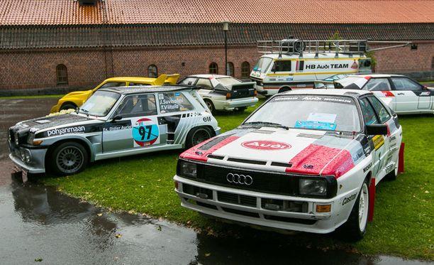 B-ryhmän nelivetopyssy Audi Quattro ja vasemmalla keskimoottorinen takavetoinen Renault 5 Maxi Turbo.