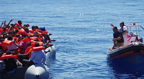 Kuvassa Maltalle saapuvia turvapaikanhakijoita vuonna 2015.