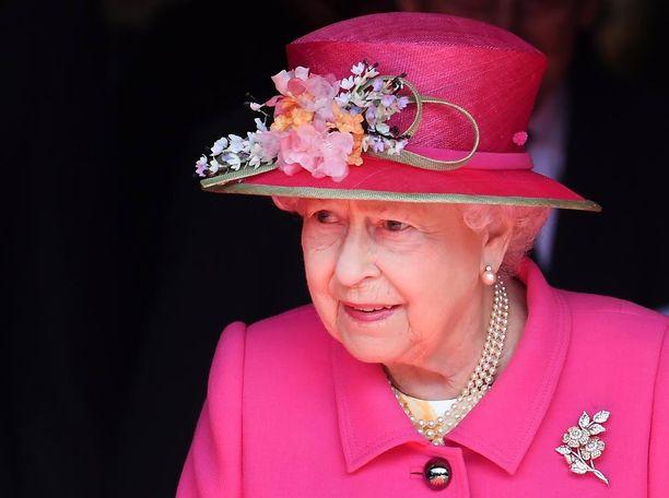 Kuningatar Elisabet hoiti viime vuonna 306 työtehtävää kotimaassa ja 35 ulkomailla.