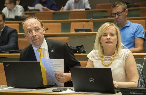 Jussi Halla-aho (vas.) ja Riikka Purra (oik.) ovat olleet kuin paita ja peppu.