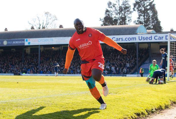 Adebayo Akinfenwa on ammattilaisjalkapalloilijaksi melkoisen vankkarakenteinen.