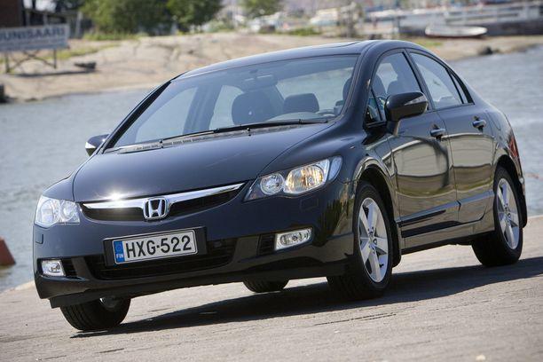 Honda Civicin myyntimäärät ovat olleet mahtavia maailmalla. Kuvassa 2008-mallinen auto.