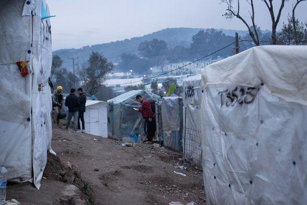 Kahta turvapaikanhakijaa ammuttiin Kreikan Lesboksella. Kuvituskuva Morian pakolaisleiriltä.