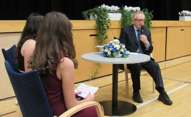 Martti Ahtisaari vietti päivän tamperelaisissa kouluissa.