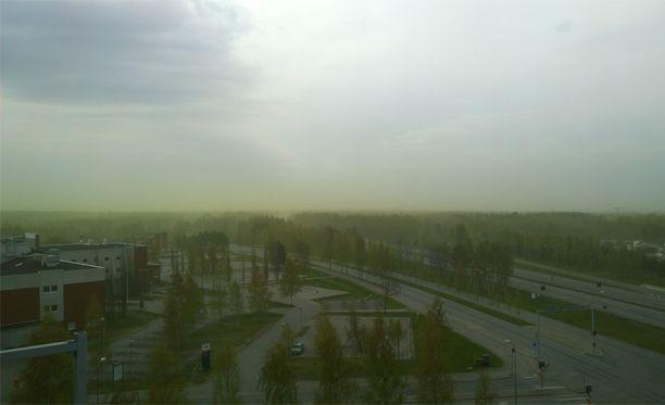 Oulussa maisema sai vihreän värityksen maanantai-iltana.