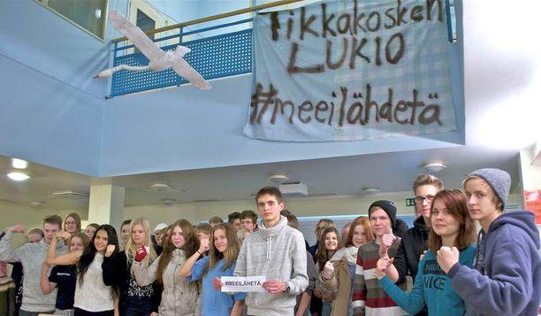 #meeilähetä – on Tikkakosken lukiolaisten viesti Jyväskylän päättäjille. Samalla oppilaat kritisoivat myös maan hallitusta, joka säästöillään uhkaa romuttaa Suomen koulujärjestelmän.