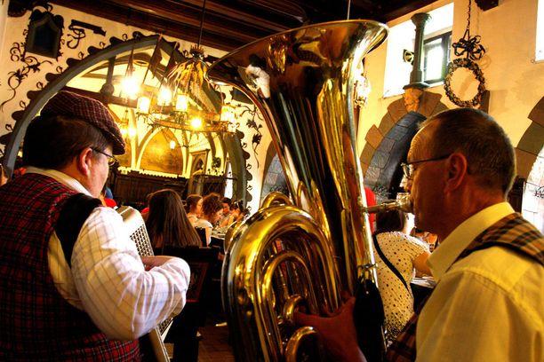 Prahan oluttuvissa on tunnelmaa.