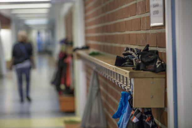 Osa pahoinpitelyistä tapahtui koulussa ja osa vapaa-ajalla. Kuvituskuva.