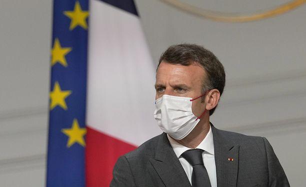 Presidentti Emmanuel Macron kertoi Ranskassa kiristyvistä koronasäännöistä.
