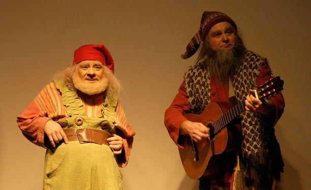 Tonttu Toljanteri huvitti lapsia ensimmäisessä joulukalenterissaan vuonna 1998.