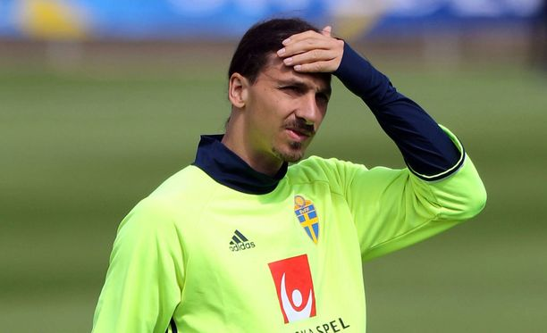 Zlatan Ibrahimovic johdattaa Ruotsin Italian kimppuun.
