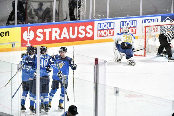 Leijonat juhlii Anton Lundellin tekemää 1-0 maalia. Muuta juhlittavaa pelissä ei ollutkaan.