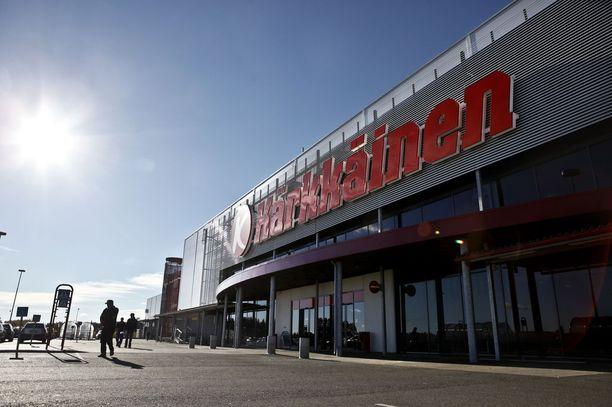 Tavarataloketju Kärkkäinen toimittaa Suomen vastarintaliikkeelle sen verkkokaupassa myytävät tuotteet.