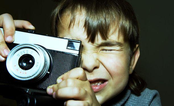 Lukijat kertoivat millaisia kommelluksia heidän perheessään on sattunut tekniikan kanssa vuosien varrella. Filmikamera-aikoina yllätyksiä oli helppo järjestää.