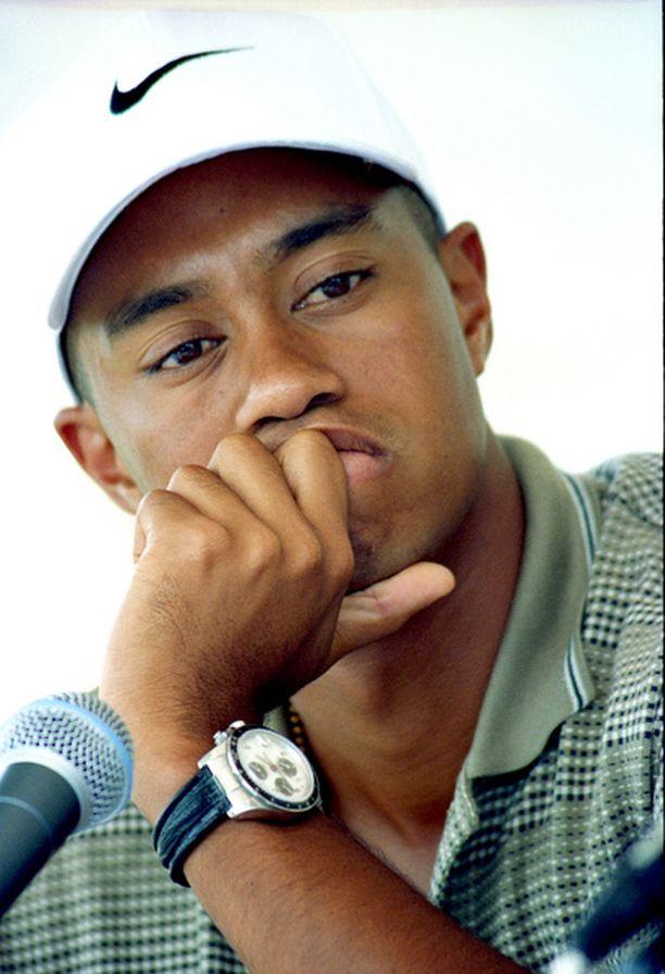 Tiger Woodsin perjantaisen kolarin taustalla on epäilty olevan perheriita hänen vaimonsa Elin Nordegrenin kanssa.