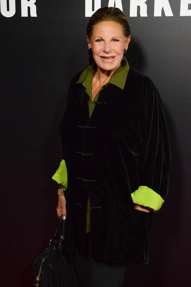 Näyttelijä Lainie Kazania epäillään myymälävarkaudesta.