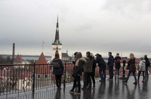 Turismista vastaavan apulaiskaupunginjohtajan mukaan kilpailua Virossa on alalla kuin alalla liikaakin, mikä ei kuitenkaan ole johtanut hintakilpailuun, vaan erikoisella tavalla hintojen nousuun.