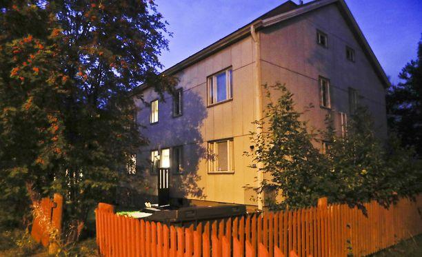 Aamulehden kuvaaja kuvasi keskiviikkona Nekalan talon, jossa puukotuksen epäillään tapahtuneen.