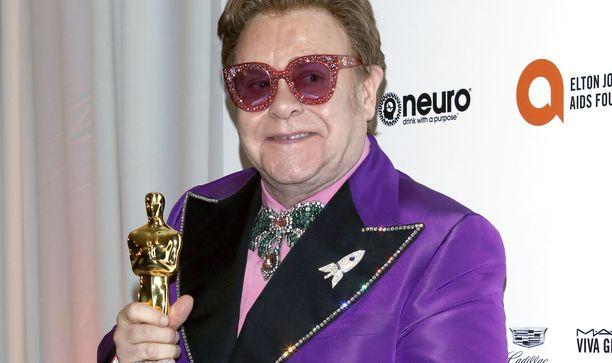Elton Johnilta vaaditaan miljoonakorvauksia.