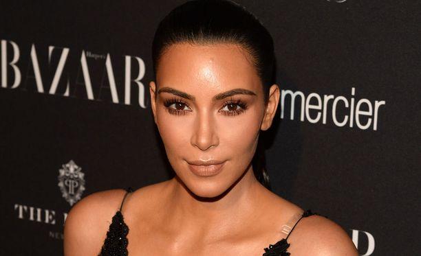 Kim Kardashian selvittelee yhä viimevuotista ryöstöä.