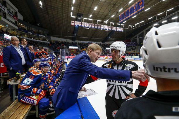 Tapparan päävalmentaja Jukka Rautakorpi kritisoi omiaan jäähyjen halvasta hinnasta.