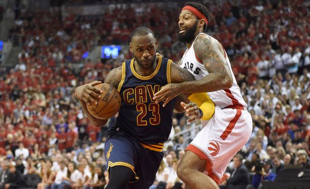 James Johnson sai huomata, että LeBron James on hankala vastustaja.