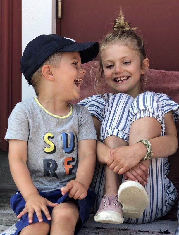 Prinssi Oscar ja prinsessa Estelle viettivät vanhempiensa kanssa osan heinäkuusta Ruotsin länsirannikolla.