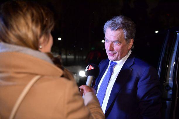 Vastavalitun presidentti Sauli Niinistön ilta jatkui ainakin Lennu-koiran ulkoilutuksen merkeissä.