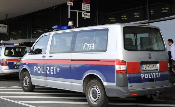 Nuorukaiset suunnittelivat itävaltalaisten poliisien murhaamista. Kuvituskuva.