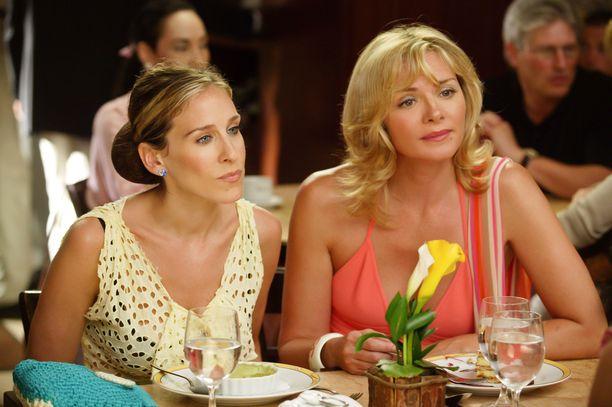 Sarah Jessica Parkerin (vas.) ja Kim Cattrallin kylmät välit ovat puhuttaneet mediassa vuosia.
