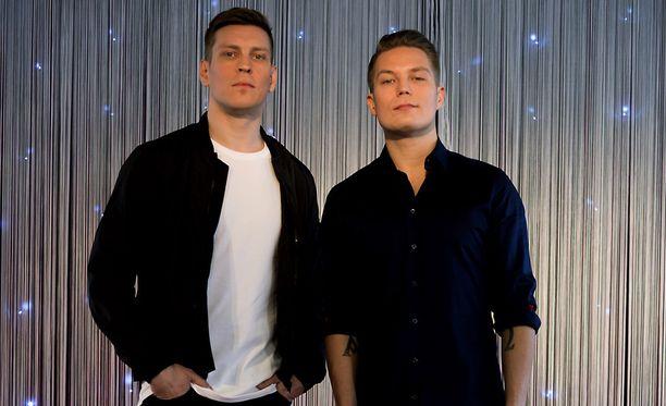 Antti Holma esittää Cheekiä ja hänen kaksoisveljeään.