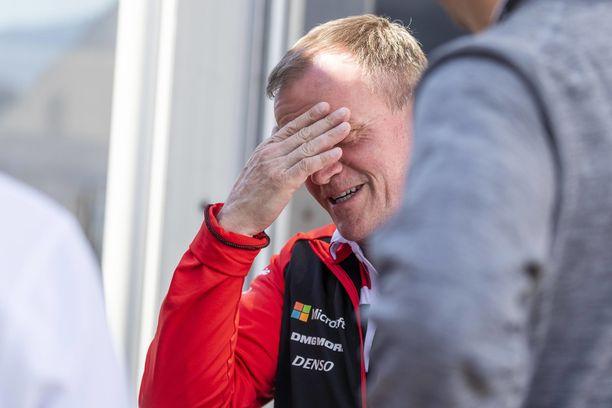Tommi Mäkinen huolestui Toyotan iskunvaimentimiin iskeneestä viasta.