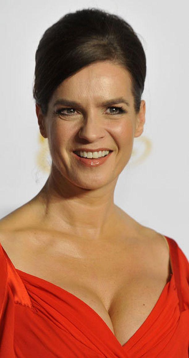 Paljon julkisuudessa esiintyvä Katarina Witt pukeutuu usein rohkeisiin asuihin.