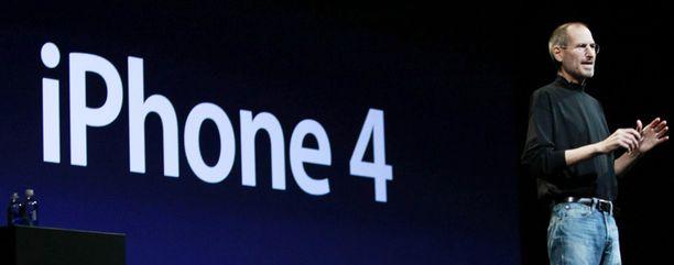 Steve Jobs esitteli uuden iPhonen.