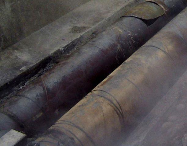 Kaukolämpöputkien rakentamiseen käytettävät elementit toimivat nyt kerjäläisten majapaikkoina.