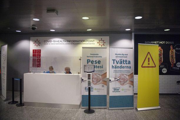Helsinki-Vantaan lentoaseman koronatestauspiste avautui Suomeen on tullut monia tartuntoja ulkomailta.