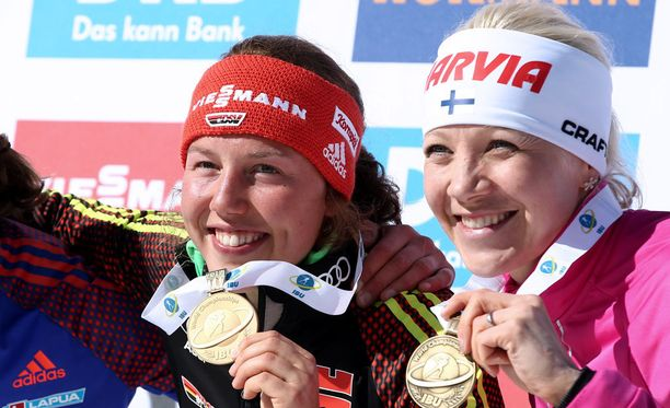 Laura Dahlmeier (vas.) tienasi Itävallasta MM-kisoista liki 59 000 euroa. Kaisa Mäkäräisen saldo oli 11 000 euroa.