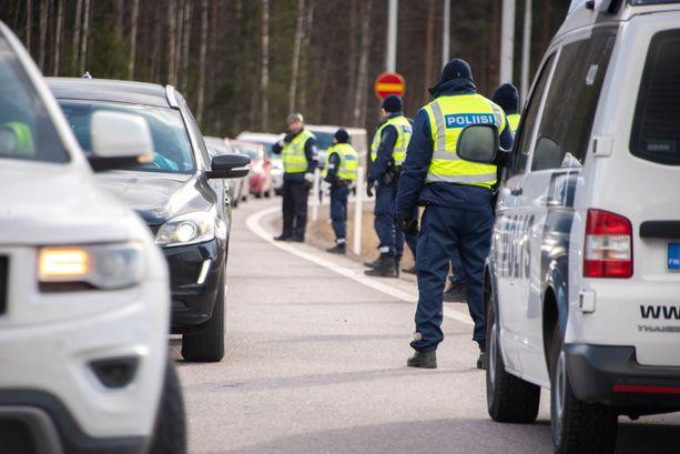 Poliisi luopuu osittain maanteiden sulkupisteistä ja kehittää valvontatoimia maakuntien sisällä.