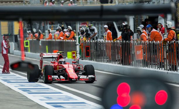 Ferrarin ja muiden tallien perjantain harjoitukset menivät pilalle radalla olleen dieselin vuoksi.