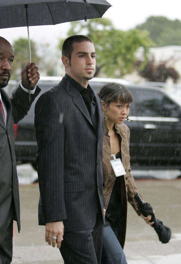 Vuonna 2005 Wade Robson todisti Michael Jacksonin hyväksikäyttöoikeudenkäynnissä tämän syyttömyyden puolesta. Sittemmin hän on muuttanut tarinaansa.