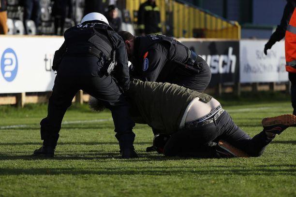 Hongan ja HJK:n välinen ottelu Espoossa päättyi surulliseen näkyyn.