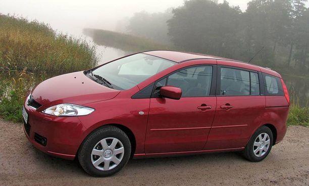 Mazda5 yhdeksän vuoden ikäisenä. Etuakselisto, iskuvaimennus ja pakokaasupäästöt.