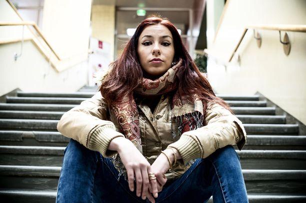 Räppäri Linda-Maria Roine toivoo, etteivät päättäjät Suomessa tuudittaudu ajatukseen erinomaisesti toteutuvista naisten oikeuksista.