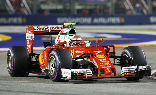 Ferrari epäonnistui taktiikassa, kun Kimi taisteli kolmossijasta.