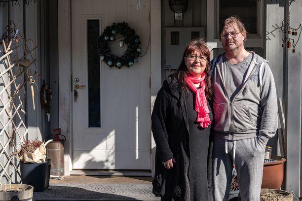 Eija ja Mika Kuusla turvautuivat pikavippeihin, kun he ajautuvat talousvaikeuksiin.