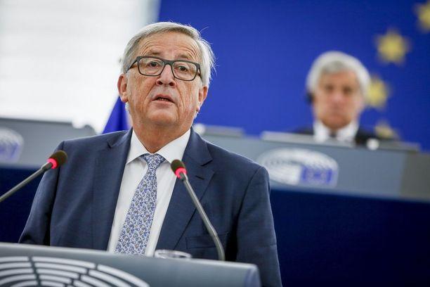 Juncker patisti kaikkia EU-maita liittymään yhteisvaluutta euroon.