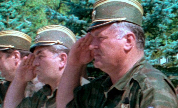 Lähipiirin mukaan tyttären itsemurha kovetti Ratko Mladicia entisestään. Kuva vuodelta 1995.