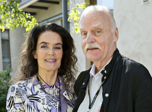 Kaarina ja Kari Kivilahti olivat naimisissa 45 vuotta. Kari Kivilahti kuoli kotonaan 80-vuoden ikäisenä.